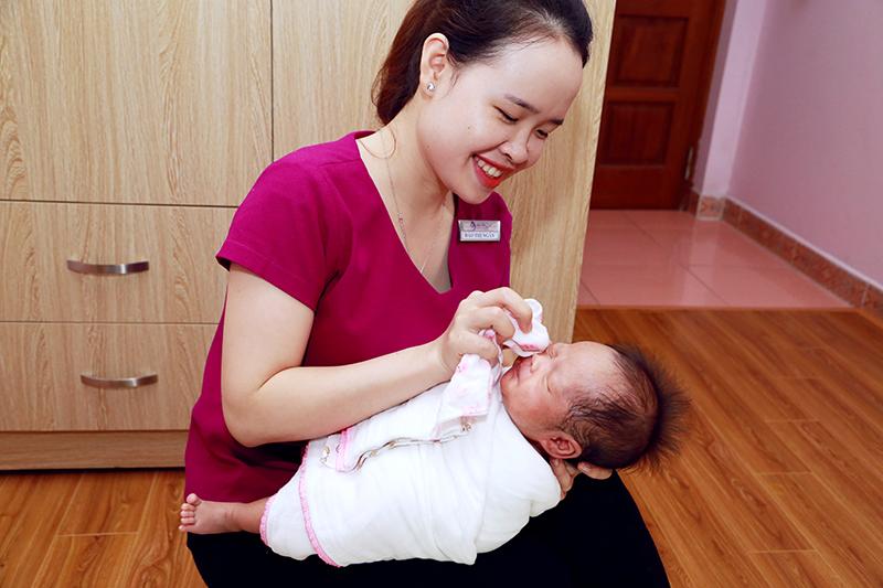 Cách vệ sinh cơ thể cho trẻ sơ sinh tránh gây viêm nhiễm