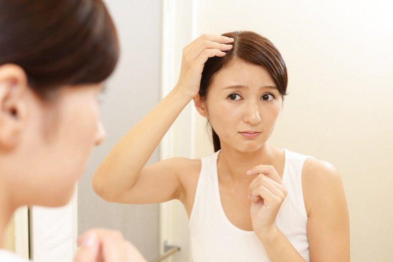 """Bí quyết ngăn rụng tóc sau sinh cực """"chuẩn"""" mẹ nào cũng nên biết"""