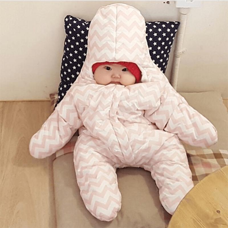 Mách mẹ cách mặc ấm cho trẻ sơ sinh vào mùa đông vừa ấm lại khỏe